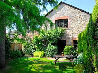 Charming 2 bedroom Sidbury Cottage with Internet Access - Sidbury vacation rentals