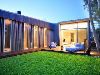 Charming House in Inverloch with A/C, sleeps 8 - Inverloch vacation rentals