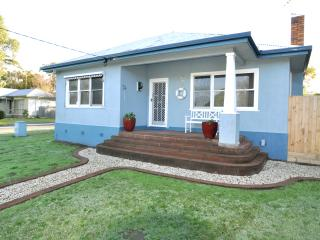 Bright 2 bedroom Inverloch House with A/C - Inverloch vacation rentals