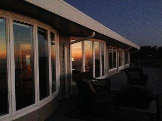 Whalerock Luxury 2 bd, 2 bath Home; Privacy, Stunning Ocean Views & Hot  Tub - Trinidad vacation rentals