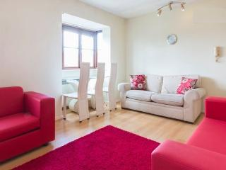 One bedroom flat in NW11 - max 6 people -free wifi - London vacation rentals