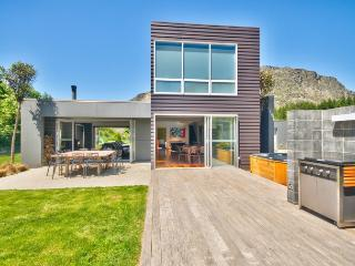 Perfect 5 bedroom House in Queenstown with Deck - Queenstown vacation rentals
