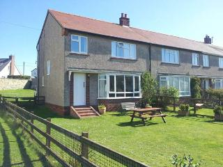 DUNE VIEW, family friendly, with a garden in Beadnell, Ref 2511 - Beadnell vacation rentals