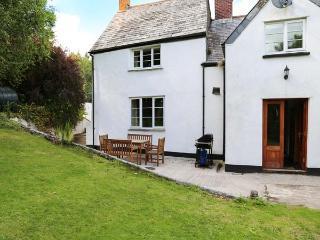 EASTCOTT FARMHOUSE, WiFi, Sky TV, en-suites, child-friendly cottage near Whitstone, Ref. 914524 - Langdon vacation rentals