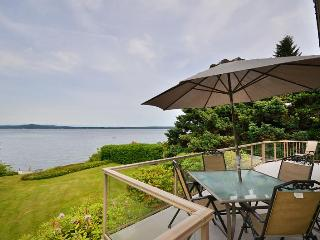 Vancouver Island 3 Bedroom Ocean View and Beach Front House in Chemainus BC - Chemainus vacation rentals