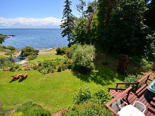 3 Bedroom Victoria Ocean Front Home with Hot Tub and Private Beach - Victoria vacation rentals