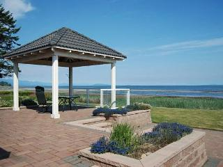 Awesome 3 Bedroom Ocean and Beach Front French Creek Rancher in Parksville - Parksville vacation rentals