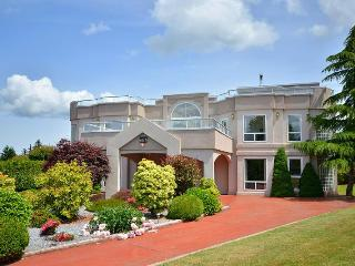 Amazing 4 Bedroom Cowichan Valley Estate Close to Beaches Parks and Amenities - Duncan vacation rentals