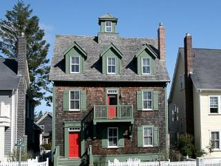 Flagstaff Cottage with carriage house - Pacific Beach vacation rentals