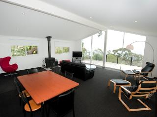 Cozy 2 bedroom Arthurs Seat Condo with Dishwasher - Arthurs Seat vacation rentals