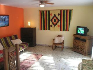 Casa Rosa. Beach Front GROUND Apartment, Chelem, - Chelem vacation rentals