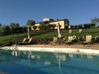VILLA PODERE LA MARRONAIA TUSCAN FARM 8PEOPLE - San Gimignano vacation rentals