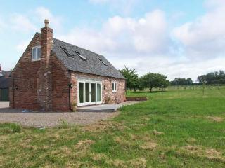 THE LAVENDER HOUSE, detached, woodburning stove, WiFi, patio with furniture, near Yaxall, Ref 19094 - Hollington vacation rentals