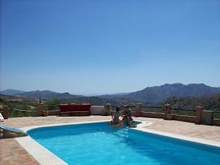 Bright 4 bedroom Riogordo Villa with Internet Access - Riogordo vacation rentals