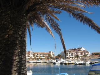Superbe F3, ensoleillé, vue sur la marina, piscine - Le Barcares vacation rentals