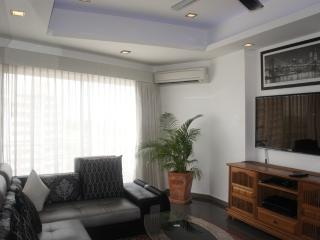 Trendy One Bedroom Apt - FREE Electric & WiFi - Pattaya vacation rentals