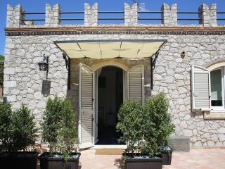 Avocado Bed Breakfast & Beyond - Giardini Naxos vacation rentals