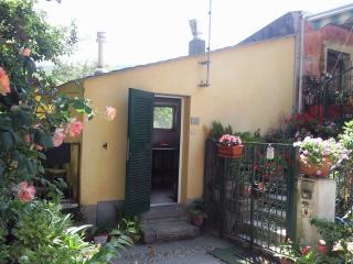casetta tipica ligure posizione collinare - Bonassola vacation rentals