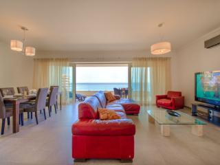 SEAFRONT APARTMENT IN FORT CAMBRIDGE WITH POOL - Sliema vacation rentals