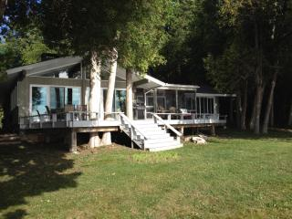 Cozy House with Deck and Cleaning Service in Plattsburgh - Plattsburgh vacation rentals