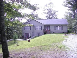 Cozy 3 bedroom House in Franklin with Deck - Franklin vacation rentals