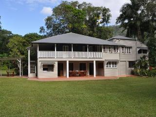 Zanzoo Retreat, 13 Acre Estate, pool, tennis court - Cairns vacation rentals