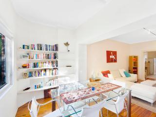 Stunning Garden Apartment in Darling Point DP02 - Sydney vacation rentals