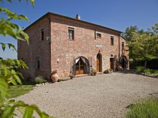 Gorgeous Farmhouse Barn with Internet Access and Central Heating - Montepulciano vacation rentals