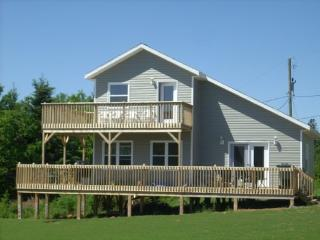 Nice Chalet with Deck and Internet Access - New London vacation rentals