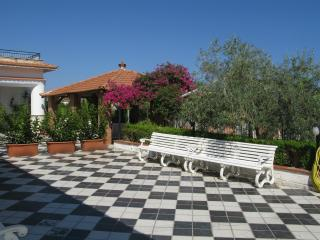 Luxury beach villa with huge garden - Beach 3 mn walk - Casteldaccia vacation rentals
