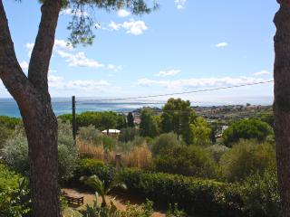 Casa in villa, giardino alberato, super vista mare - Santa Marinella vacation rentals