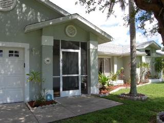 """GIGA-HOMES  """"TURTLE HOUSE"""" Waterfront / New - Cape Coral vacation rentals"""