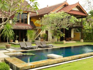 3 Bedroom Rumah Bali a little piece of paradise - 1 - Tanjungbenoa vacation rentals