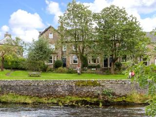 GILCHRIST HOUSE, quality cottage by river, games room, open fires in Settle Ref - Settle vacation rentals
