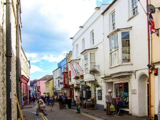 BERLIN HOUSE, four poster bed, en-suites, WiFi, fantastic location in Tenby, Ref. 916088 - Pembrokeshire vacation rentals