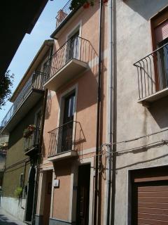 CASE VACANZE L'AZALEA con miniappartamenti - Randazzo vacation rentals