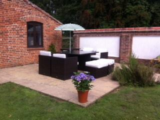 Lovely Barn with Internet Access and Outdoor Dining Area - Marsham vacation rentals