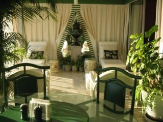 ACAPULCO LUXURIOUS BEACHFRONT CONDO - Acapulco vacation rentals
