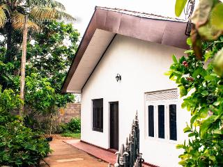 House 100 meters from the beach - Dikwella vacation rentals