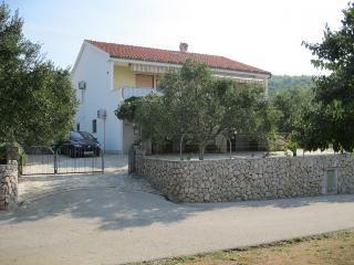 Adorable 2 bedroom House in Punat - Punat vacation rentals