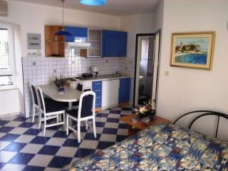 Romantic 1 bedroom House in Bol - Bol vacation rentals