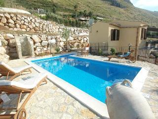 Villa Giulia con piscina - Castellammare del Golfo vacation rentals
