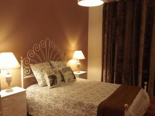 Cozy Condo in Beja with Internet Access, sleeps 5 - Beja vacation rentals