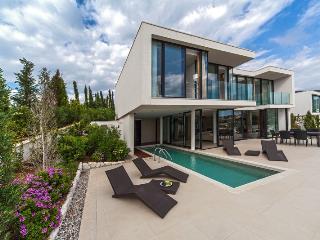 Beautiful 4 bedroom House in Primosten - Primosten vacation rentals