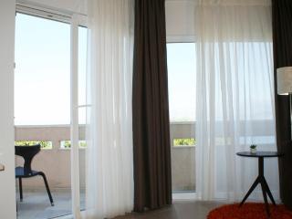Cozy 2 bedroom House in Splitska - Splitska vacation rentals
