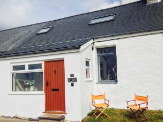 YR EIFL, woodburner, close to coast, near Nefyn, Ref. 23282 - North Wales vacation rentals