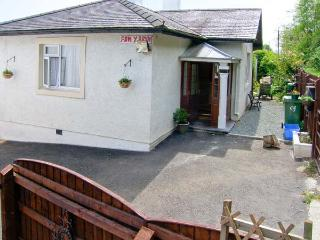 BANGOR COTTAGE, all ground floor, parking, enclosed garden, in Bangor, Ref 24470 - Bangor vacation rentals