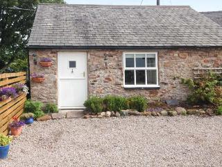 THE DAIRY, woodburner, WiFi, riverside walks, quaint studio property near Appleby, Ref. 913859 - Appleby-in-Westmorland vacation rentals