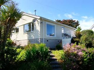 SEA VIEW COTTAGE, single-storey, woodburner, pet-friendly, sea views, in Benllech, Ref 906524 - Benllech vacation rentals