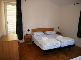 SEDJAK JOSIPA(229-541) - Draga Bascanska vacation rentals